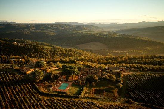 Vagliagli, Italien: veduta panoramica del Castello di selvole