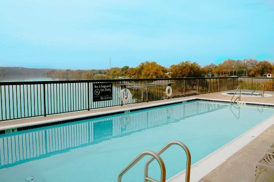 Hampton Inn Marble Falls-On The Lake: Pool Area