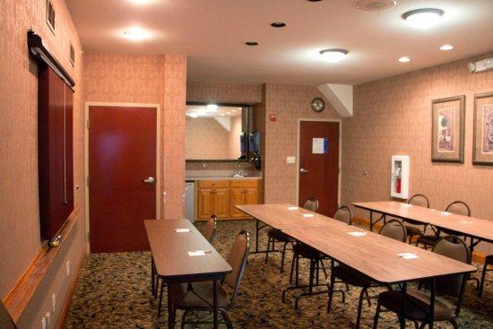 Hampton Inn Marshall Hotel Meeting Room