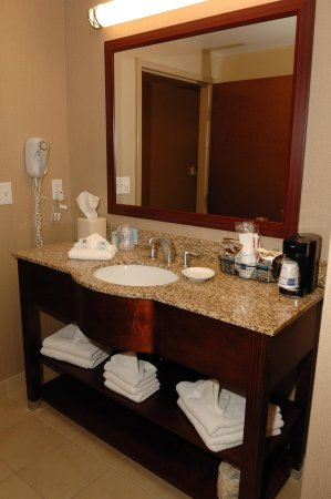 Watertown, NY: Guest Room Vanity