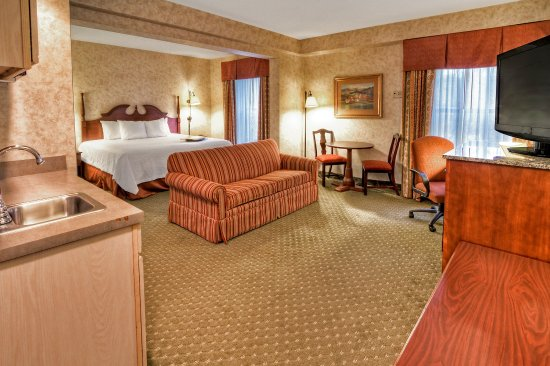 Hampton Inn Marion: King Bed Study