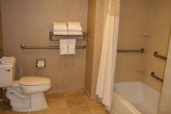 Emporia, VA: Accessible King Bathroom