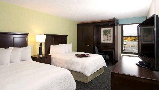 Hampton Inn Evansville: Two Double Bedroom