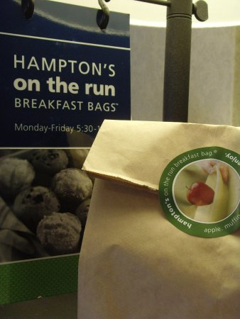 Hampton Inn Meriden - Wallingford: On the Run Breakfast
