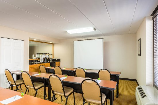Westchester, IL: Meeting Room