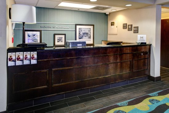 Hampton Inn Birmingham / Fultondale I-65: Front Desk