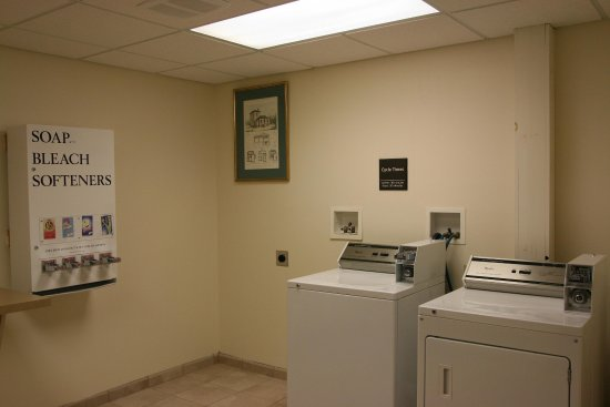 Brattleboro, VT: Guest Coin Laundry