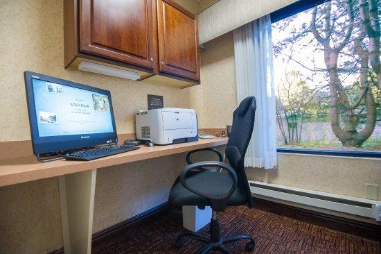 Hampton Inn Brattleboro : Business Center