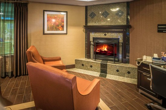 Monroe, MI: Lobby Fireplace