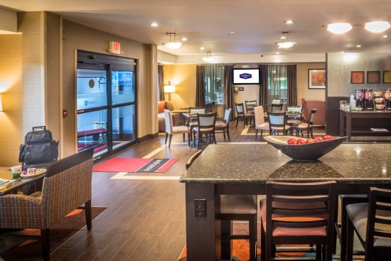 Monroe, MI: Lobby Tables