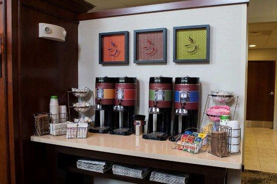 Raynham, MA: Lobby Beverages
