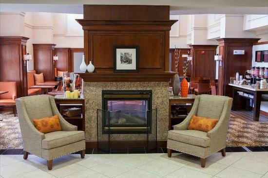 Raynham, Μασαχουσέτη: Lobby Seating