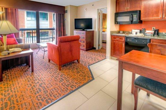 Hampton Inn & Suites Memphis - Beale Street: King Suite Balcony Living Area