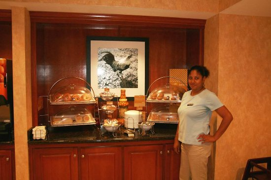 Hampton Inn Quincy: Breakfast Area