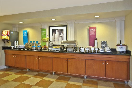 Anderson, IN: Breakfast Bar