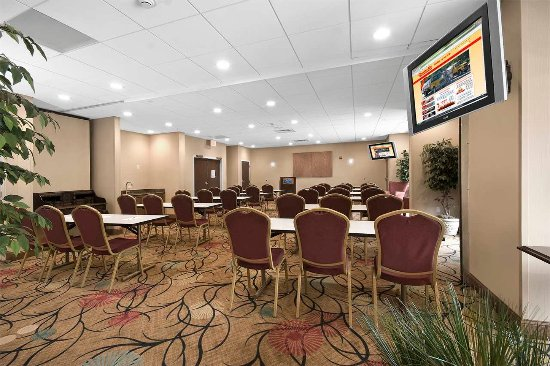 Christiansburg, VA: Meeting room with tables