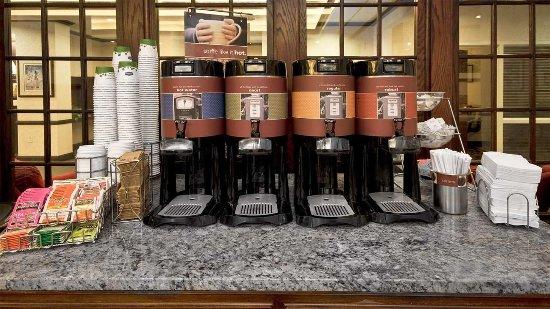 Hampton Inn Christiansburg/Blacksburg : Breakfast Bar