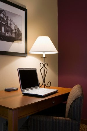 Butte, MT: Spacious Work Desk