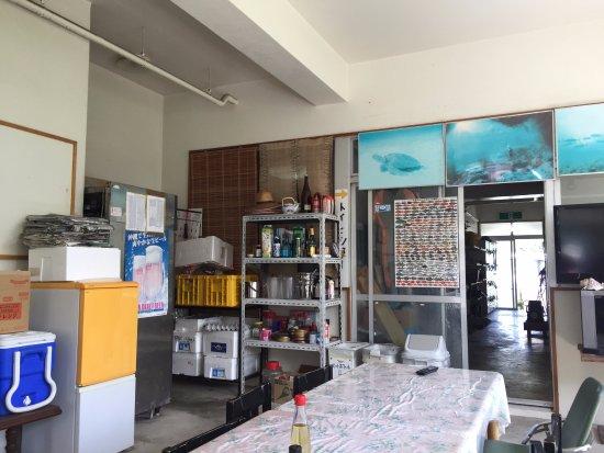 Tokashiki-son, Japan: 食堂、夜は居酒屋、奥にスノーケルセット等がおいてある