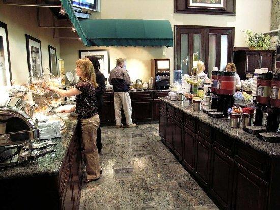 Fairfield, NJ: Breakfast Serving Area