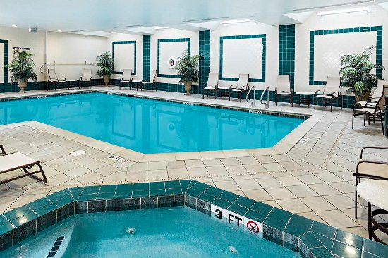Littleton, NH: Indoor Pool and Hot Tub