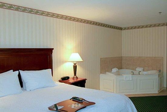 Littleton, NH: King Whirlpool Suite