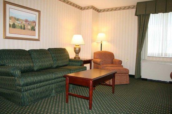 Littleton, NH: Premier Family Room