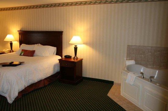 Littleton, NH: Luxury Whirlpool Suite