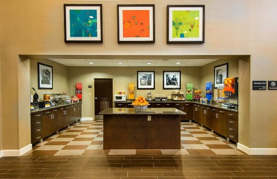 Hampton Inn & Suites Fort Myers Beach / Sanibel Gateway: Breakfast Area