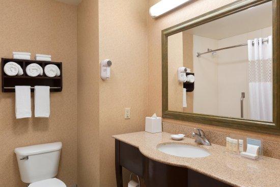 Clovis, NM: Standard Bathroom