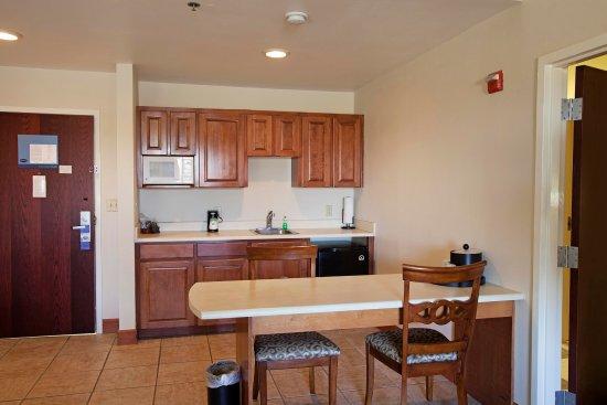 Moultrie, GA: Suite Kitchen