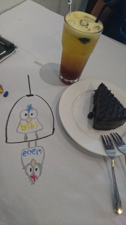 China House : Delicious death choc cake, pineapple mint tea and some crayon drawings on table while waiting...