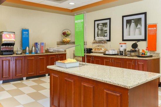Nanuet, estado de Nueva York: Breakfast buffet view