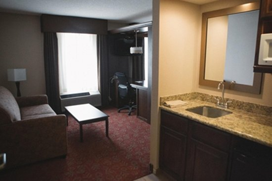 Scottsbluff, NE: Suite Wet Bar