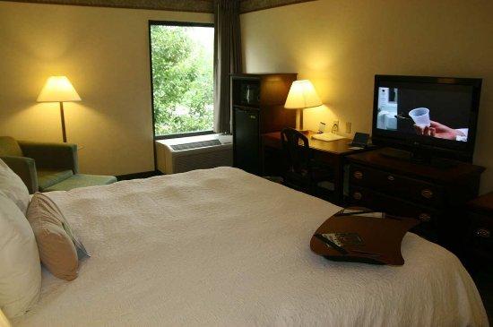 Marietta, OH : Standard Double Bed