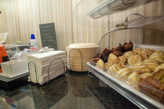 Hampton Inn Bloomington West: Breakfast Room 4