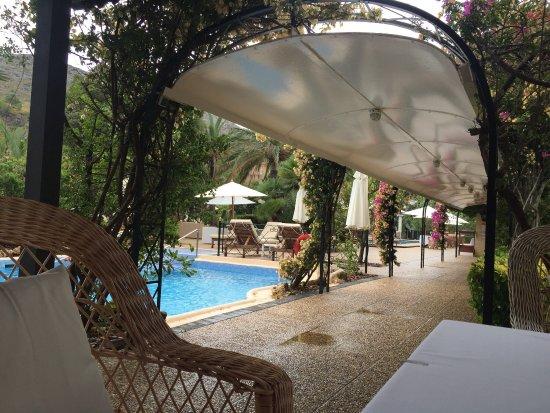La Moraleja Hotel: Ein sehr nettes kleines (zwar etwas in die Jahre gekommen)Hotel mit einem besonderen Charme .