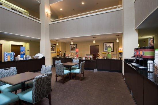คอร์เนเลีย, จอร์เจีย: Breakfast Area with Seating Hampton Inn Hotel in Cornelia