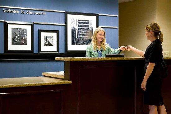 Hampton Inn & Suites Clermont: Front Desk Service