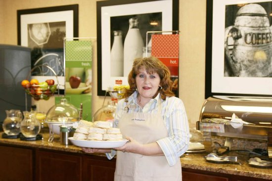 Oak Ridge, TN: Breakfast Bar and Hostess