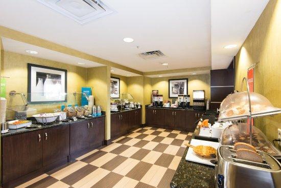 Hampton Inn and Suites Lake City: Breakfast