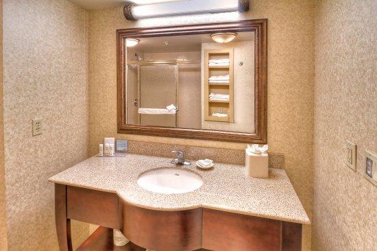 Estero, FL: Standard Guest Bathroom
