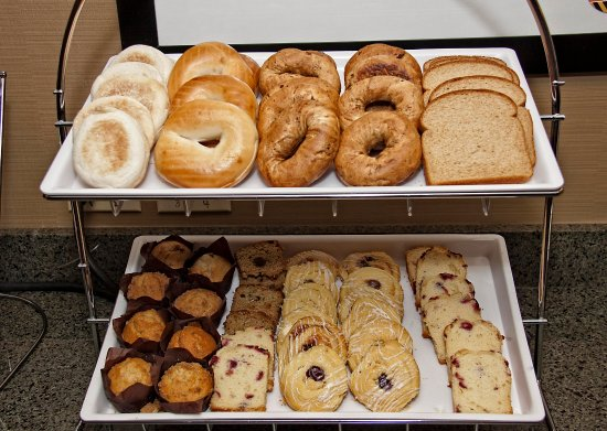 Jonesville, Kuzey Carolina: Breakfast Area, Breads and Danishes