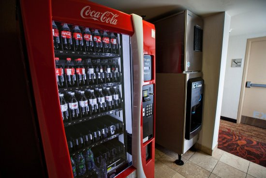 Napanee, Canadá: Hotel vending and ice machines
