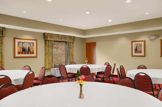 Athens, OH: Meeting Room Round Tables