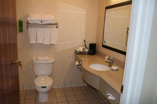 LaPorte, IN: Standard Guest Bath