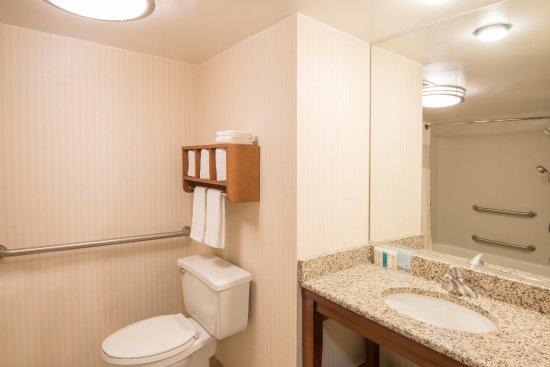 Bridgeport, WV: Accessible Tub