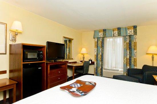 Inwood, WV: King Room Amenities