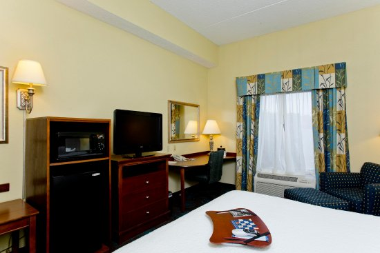 Inwood, WV: King Room Amenities