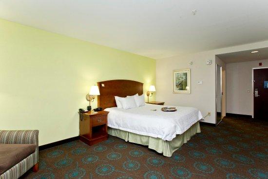 Front Royal, VA: King Bed